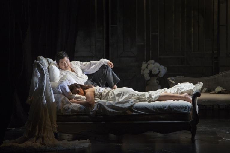 WNO La traviata Kang Wang (Alfredo) and Linda Richardson (Violetta) Photo by Betina Skovbro